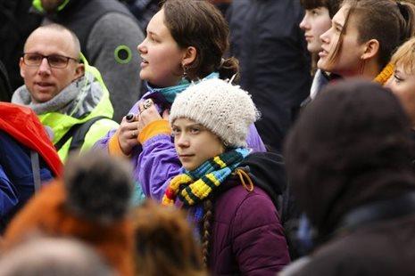 Εκατοντάδες διαδηλωτές στις Βρυξέλλες μαζί με την Γκρέτα Τούνμπεργκ